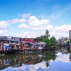 nhà ven sông
