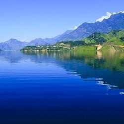 Mênh mông lòng hồ sông Đà