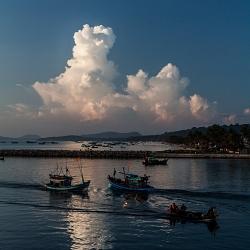 Chiều trên cảng Dương Đông