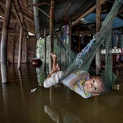 Nước lũ tràn vào nhà