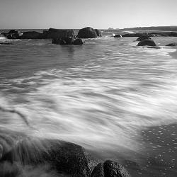 Sóng ôm bờ cát
