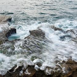 Sóng ôm bờ đá
