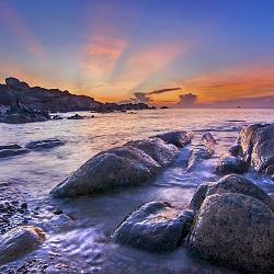 Sun rays bursting over the rocks