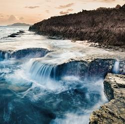 Thác biển Hang Rái